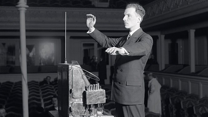 Léon Theremin demonstrating the Thereminvox.