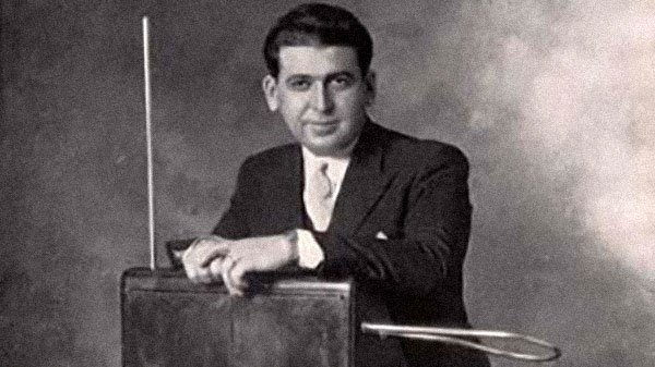 Theremin Player Mischa Tulin.