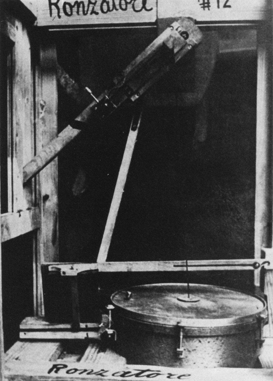 "Internal mechanism of a ""Ronzatore – gorgogliatore"" intonarumori (ca 1913)"