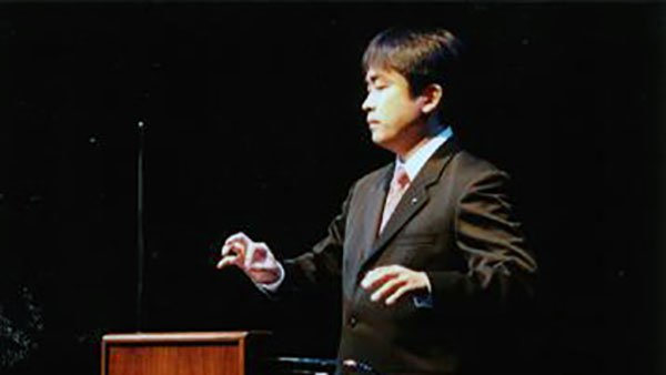 Japanese Theremin player Masami Takeuchi with a Big Briar Series 91Theremin