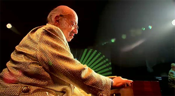 Jean Jacques Perrey playing the Ondioline at the Club Transmediale Festival 2006 (Germany)