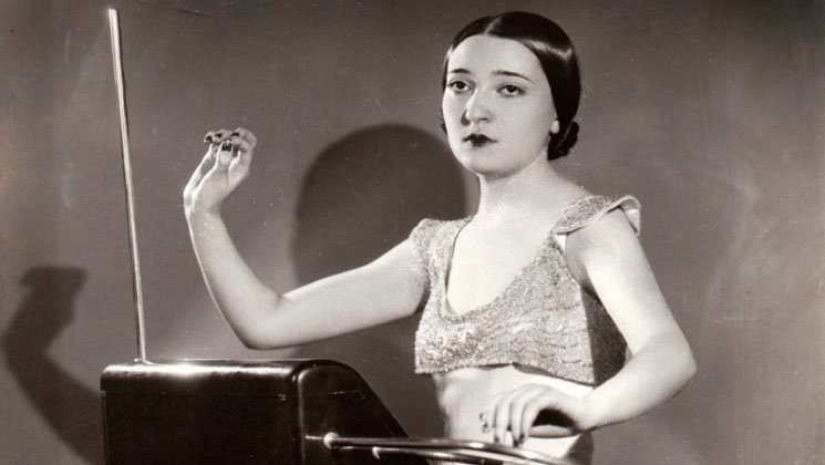 Clara Rockmore playing a Victor RCA Theremin