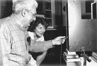 Bob Moog shows a Big Briar Series 91 theremin to Lydia Kavina.